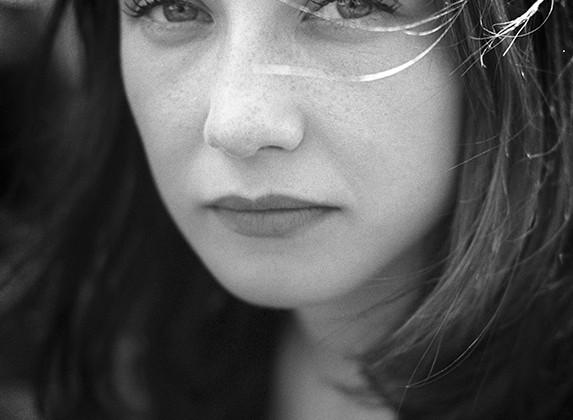 Carice van Houten 19aa