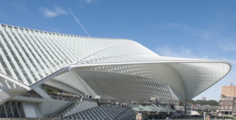 The beautiful railwaystation Guillemins of architect Santiago Calatrava in Liege, BelgiumHet prachtige treinstation Guillemins van architect Santiago Calatrava in Luik, Belgie